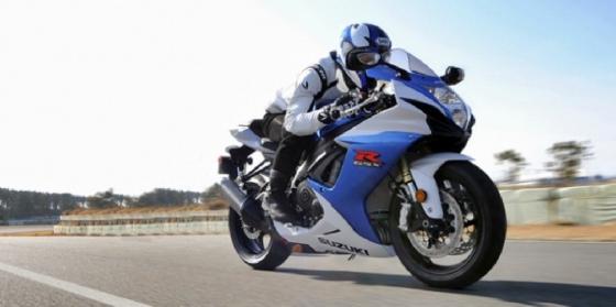 A moto com maior cilindrada é mais rápida ou mais potente?